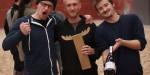 Die Sieger mit Bier und Pokal: Lars, Züst und Tobi