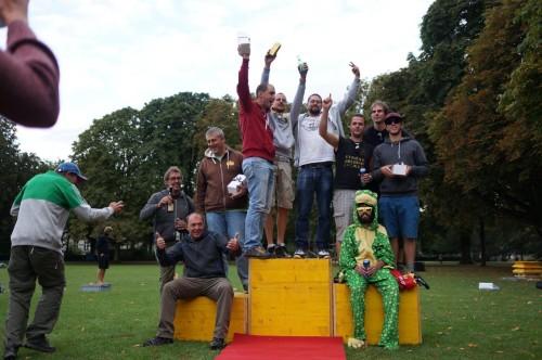 Das Podest der Lila-Baslermeisterschaft. 3. Langsam Style, 2. Verdonken Vors (Belgien), 1. Oepfelbaum 2