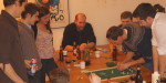 Ein auserwähltes Team testete das neue Tisch-Kubb von BB-Design.